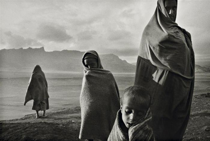 Sebastiao Salgado-Camp Korem, Ethiopie, de la serie Sahel (Refugees in the Korem Camp, Ethiopia)-1984