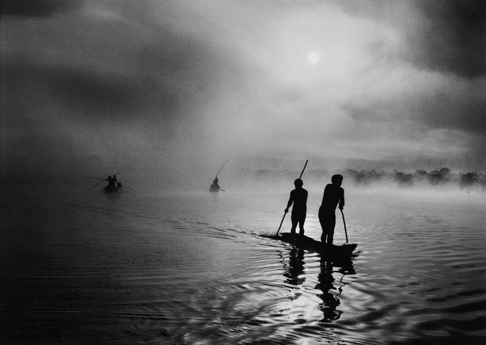 Sebastiao Salgado-Fishing in the Piulaga Laguna during the Kuarup ceremony of the Waura Group, Upper Xingu Basin, Mato Grosso, Brazil-2005