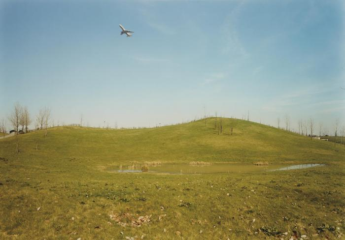 Andreas Gursky-Aircraf, Dusseldorf-1989