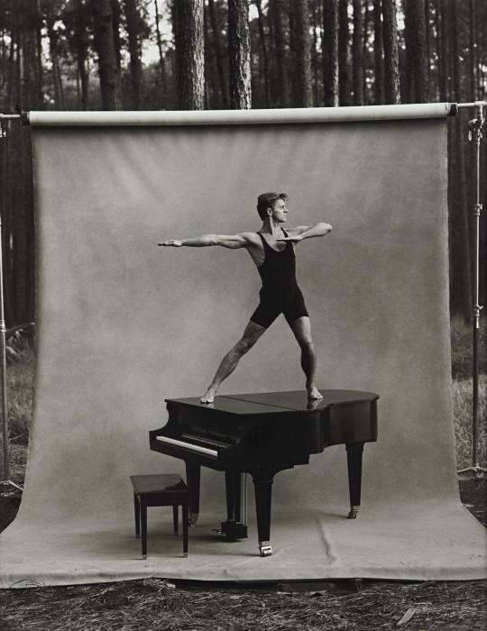 Annie Leibovitz-Mikhail Baryshnikov, White Oak Plantation, Yulee, Florida-1990
