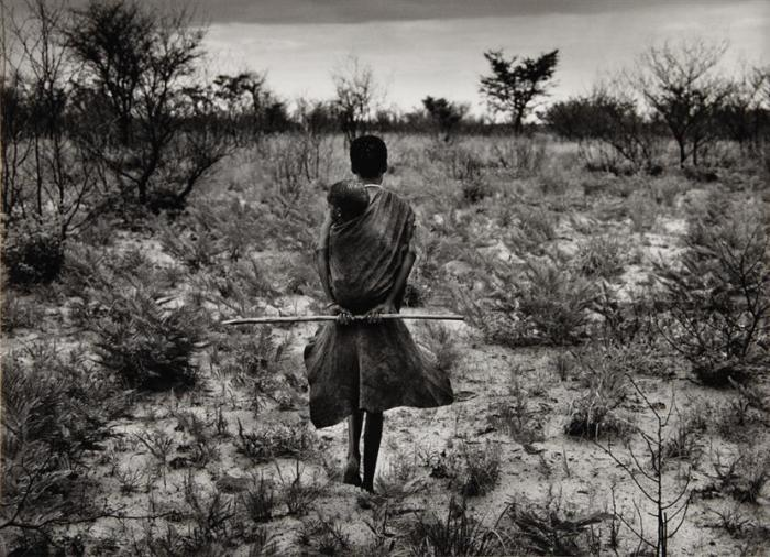 Sebastiao Salgado-Bushman, Botswana (Mother with Child)-2008