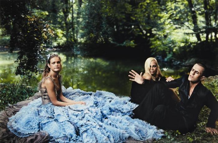 Annie Leibovitz-Alice in Wonderland, Donatella Versace and Rupert Everett, Paris-2003