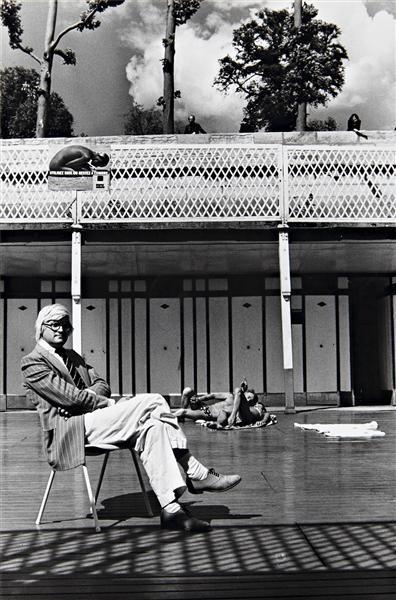 Helmut Newton-David Hockney, Piscine Royale, Paris (1975)-1975