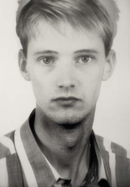 Thomas Ruff-Anderes Portrait No.109A-11-1995