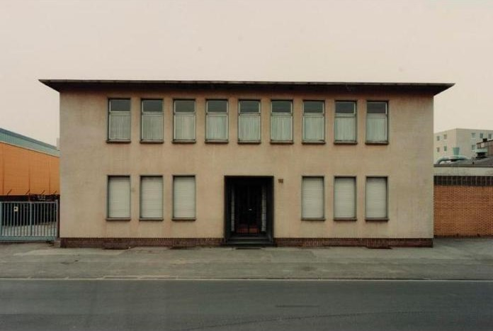 Thomas Ruff-Haus No.102-1989
