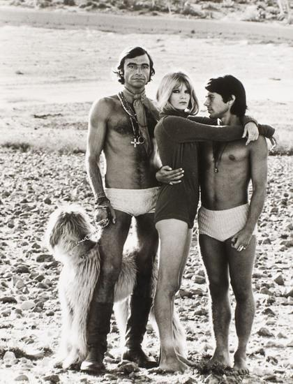 Helmut Newton-Beachcombing: she Alejandro and Salvador. Mary Quant-1970