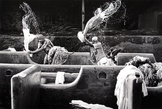 Sebastiao Salgado-India (Migrants Doing Laundry Work, Bombay)-1995