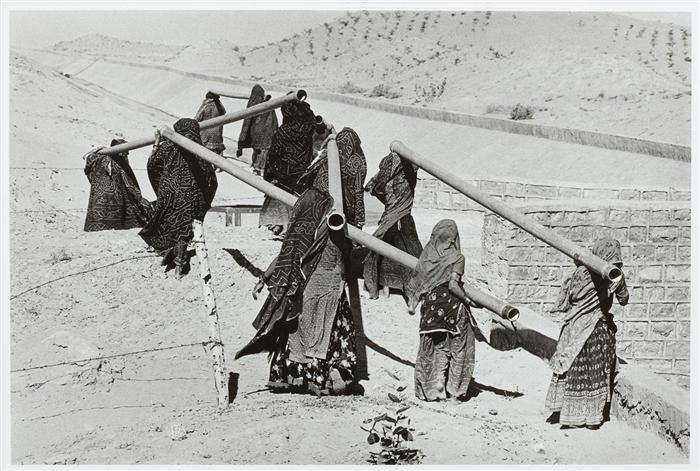 Sebastiao Salgado-Construction of the Radjasthan Canal, India-1990