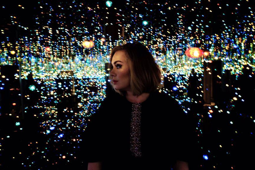 Adele Performs Within Yayoi Kusama S Infinity Mirrored