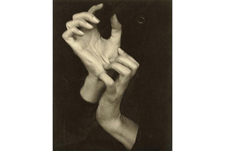 Alfred Stieglitz - Georgia O'Keeffe (Hands), 1919