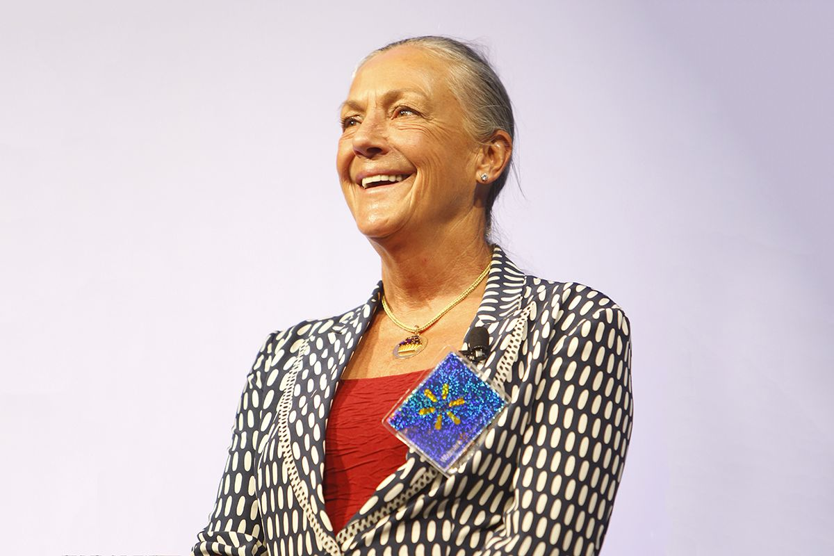 Alice Walton at the news conference, in contact with major museums