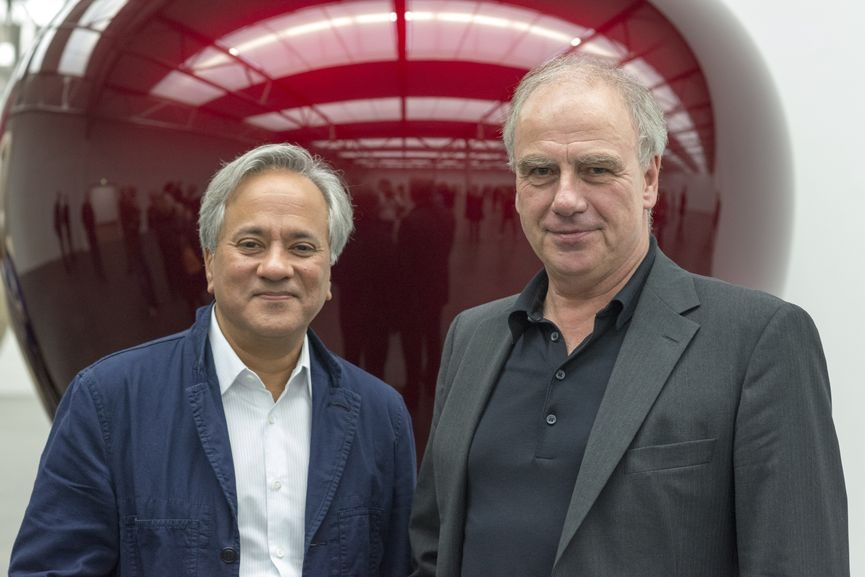 Anish Kapoor and Director Hendrik Driessen at De Pont Museum, Tilburg, the Netherlands, 2017. Photo Peter Cox, Copyright De Pont Museum