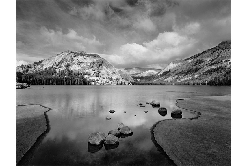 Ansel Adams's photos capture the landscapes and the sky in the best way using technique and imagination. From him, you can get great free tips and help on how to use tripod, light exposure, filters, use shutter speed and a special filter lens