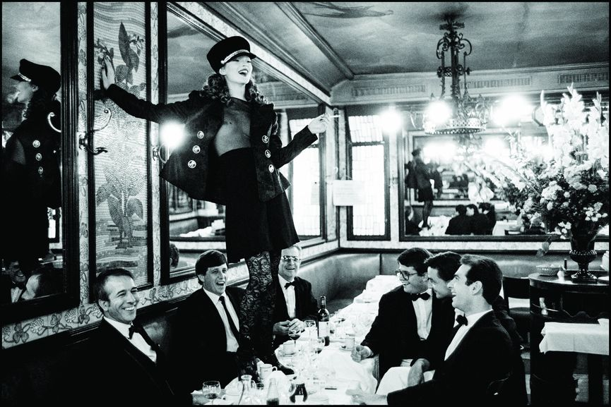 Artur Elgort - Kate Moss at Cafe Lipp, Paris, Vogue
