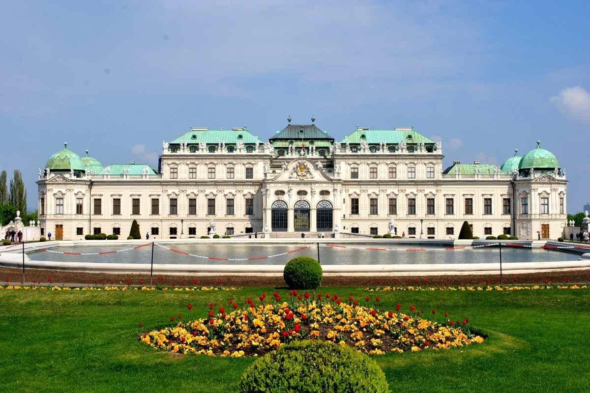 Belvedere Palace (courtesy of en.r8lst.com)