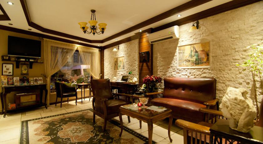 Best Point Hotel Old Town reviews near book staff