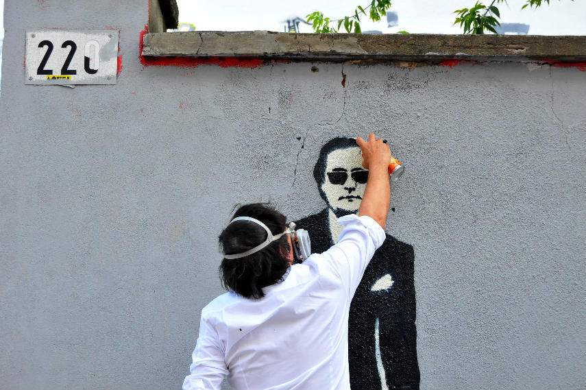 blek makes prou rats in france and world using paint and painted stencils graffiti