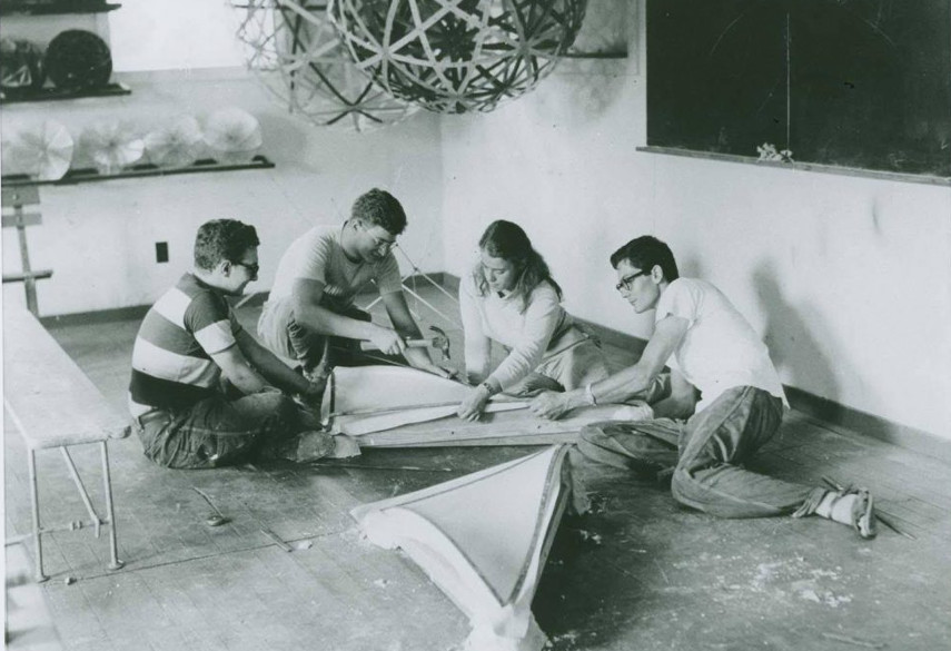Image of Buckminster Fuller's architecture class held at Black Mountain College in North Carolina