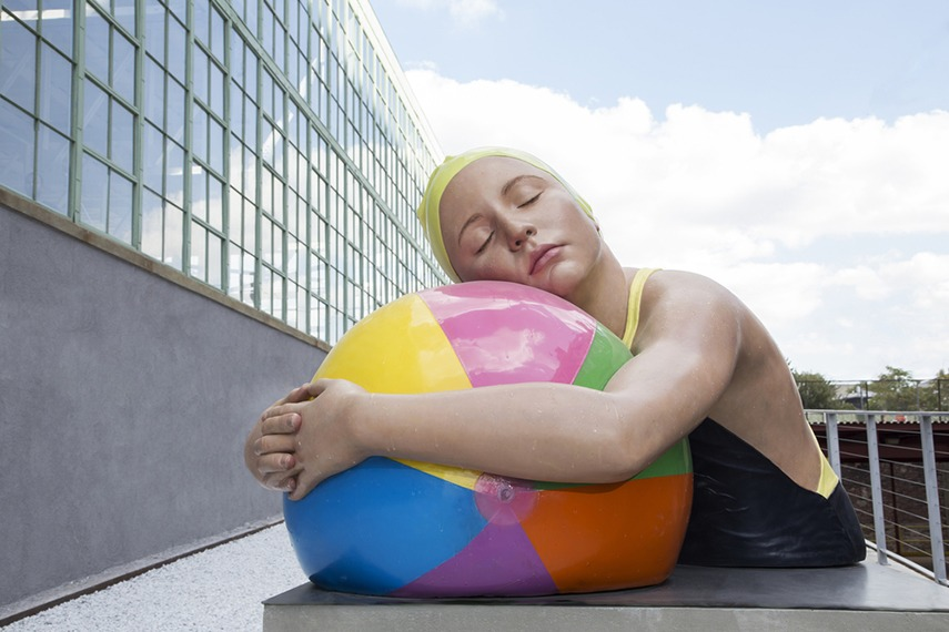 Carole Feuerman - Monumental Brooke with Beach Ball, 2013