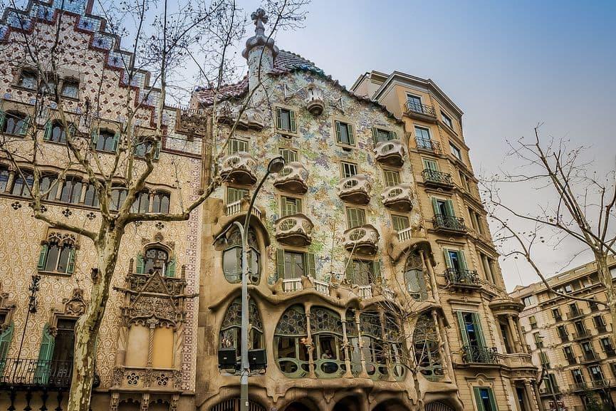Anotni gaudi design - Casa Batlló, Barcelona an example of catalan design