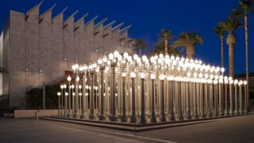 Urban Light 2008, Having an iron sculpture in a California home is the same as having street lamps lights cast a shadow on a Los Angeles museum