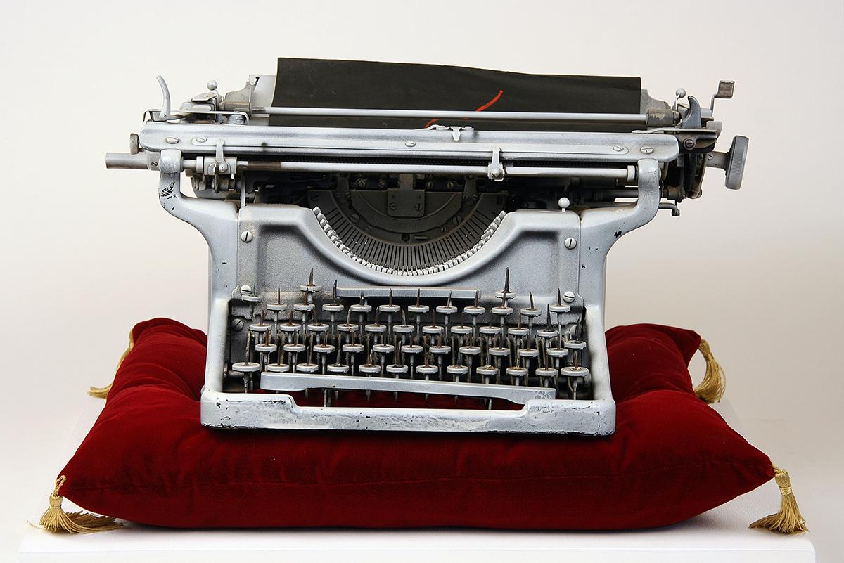 Conroy Maddox - Onanistic Typewriter I, 1940