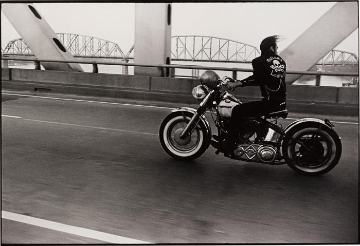Danny Lyon-Crossing the Ohio River, Louisville-1966