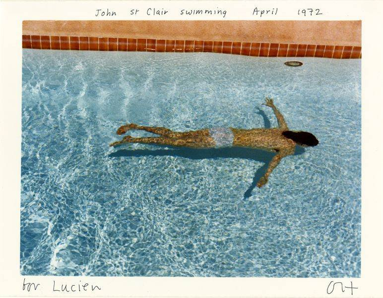 David Hockney - John St Clair swimming, April 1972, 1976. Tirage chromogènique sur papier Kodak. galerie 1900-2000, Paris
