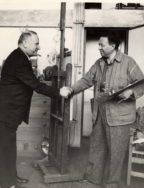 Diego Rivera shaking hands with Timothy Pflueger, 1940