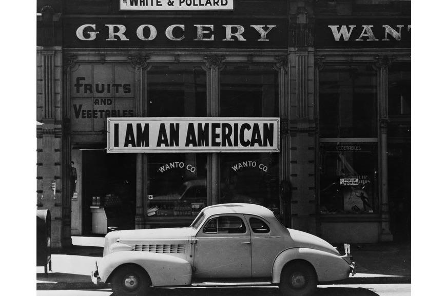 Dorothea Lange - I Am An American, 1942