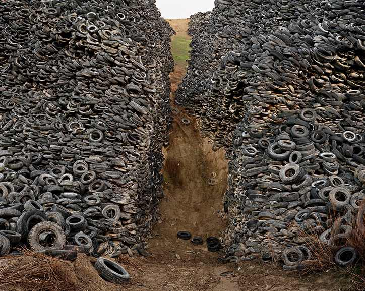 Edward Burtynsky - Oxford Tire Pile
