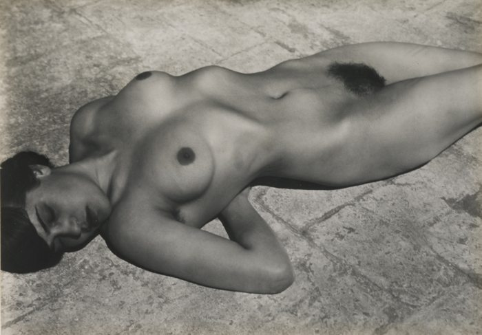Edward Weston-Nude (Tina On The Azotea)-1923