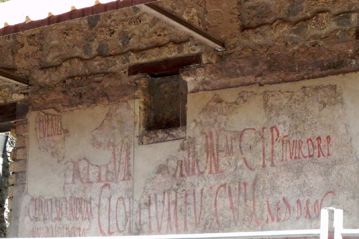 What do you know about roman graffiti
