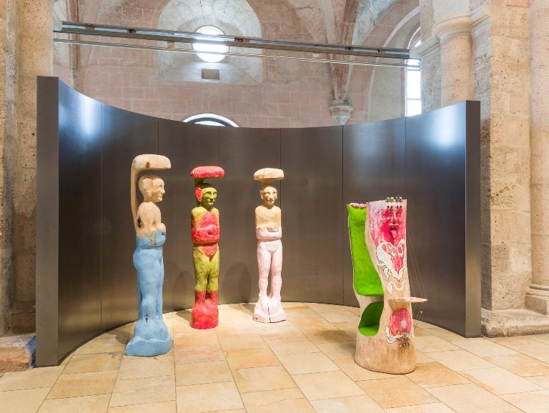 Left: Elizabeth Von Samsonow - Rosa Transplant 2, 2014. Sculpture. Technique: linden, acrylic, felt-pen. Photo: ZEIT KUNST NIEDERÖSTERREICH / Christoph Fuchs / Right: Elizabeth von Samsonow - Transplants, exhibition organized by ZEIT KUNST NIEDERÖSTERREICH. Photo by Christoph Fuchs