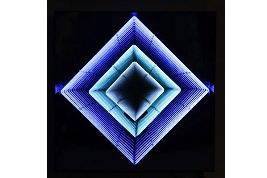 Emmanuelle Rybojad - Tableau Neon losange - turquoise : bleu ciel : blanc