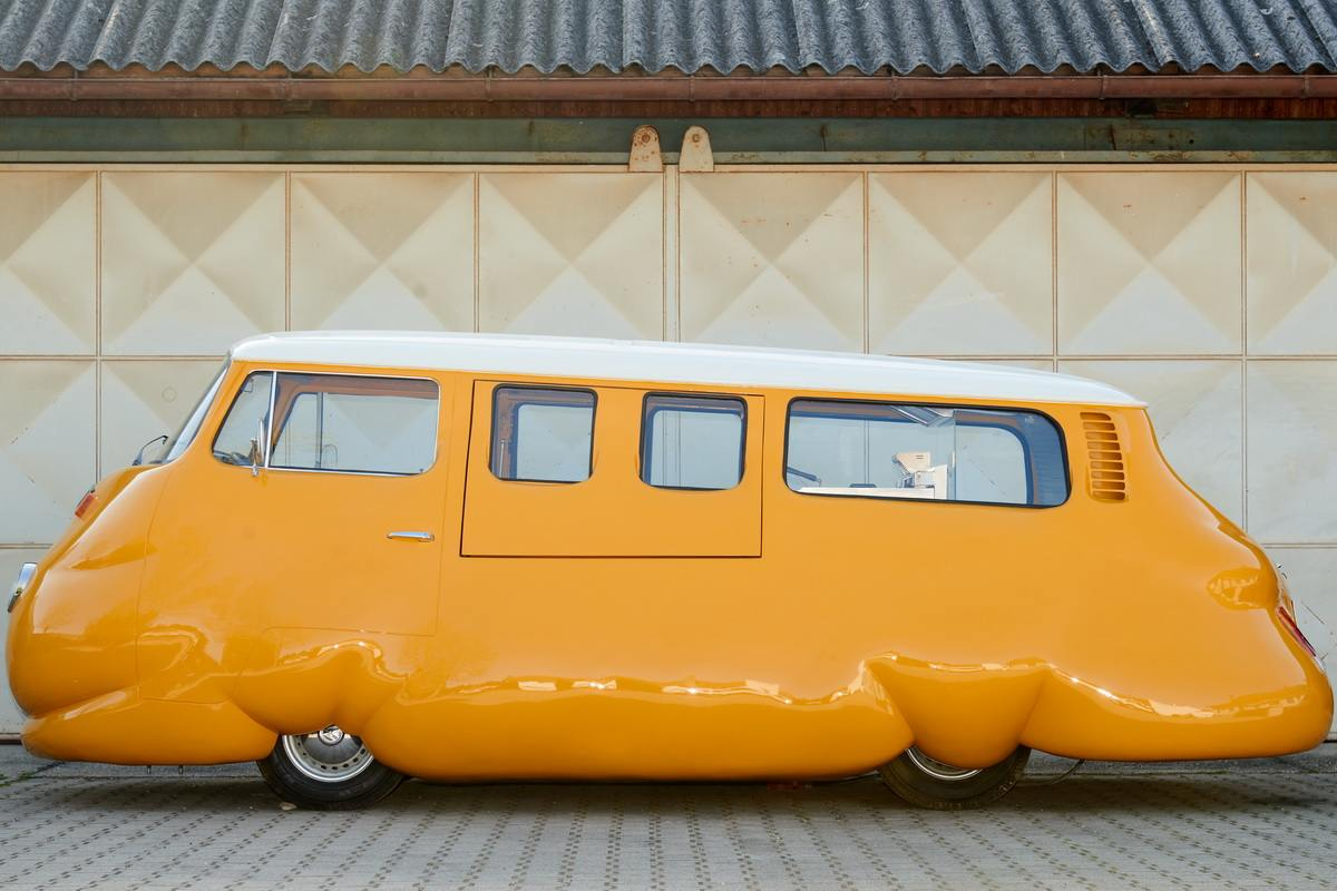 Erwin Wurm - Hot Dog Bus