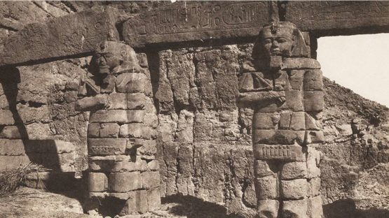 Felix Teynard - Djerf-hocein (Turzis) Hemi-Speos, Colosse (detail)