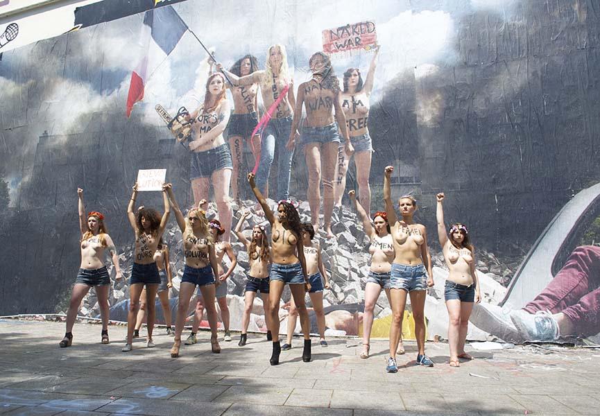 Femen in front of Combo's work