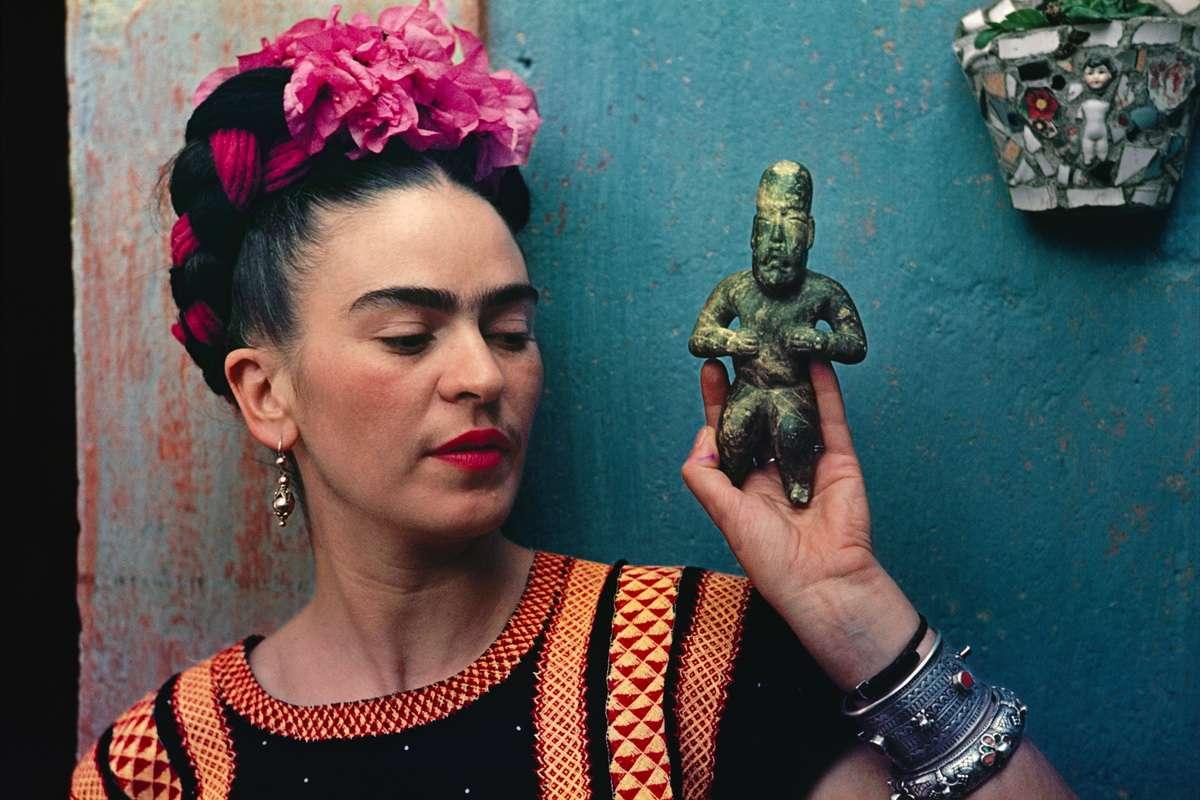 Frida Kahlo with Olmec figurine, 1939. Photograph Nickolas Muray.