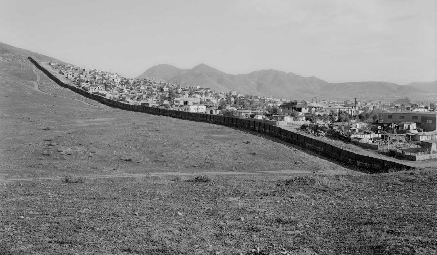 Geoffrey James - Partial view of the US-Mexico border, 1997, photo via photolife.com