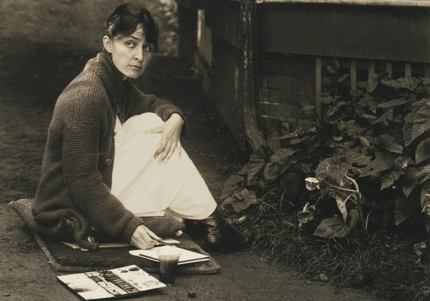 Georgia O'Keeffe, 1918. Photo by Alfred Stieglitz. Image via site.6park.com