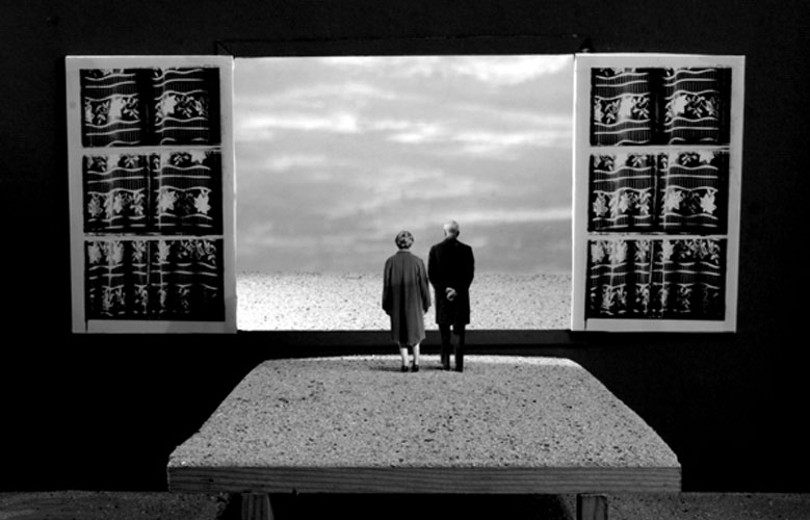 Gilbert Garcin - Invitation au voyage (Invitation to travel) - 2009 - life