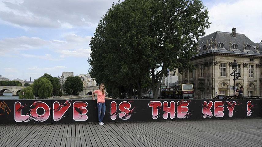 paris, bridge, love locks, el seed, graffiti, street art,