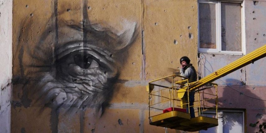 Guido van Helten - Making of the Mural in Avdiivka, 2016 - Image courtesy of Amos