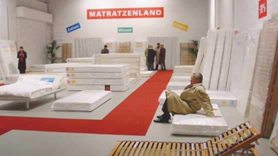Guillaume Bijl - Mattressdiscount installation, 2002
