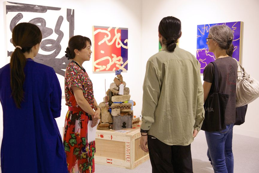 Haruka Ito (center, owner of island Japan, Tokyo) presents works by BIEN to collectors