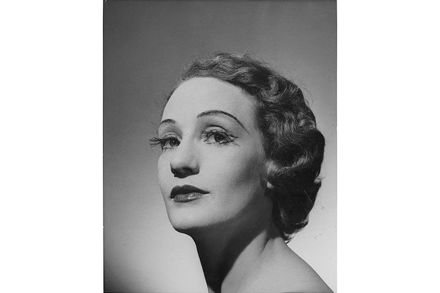 Helmut Newton - Portrait (head) of Laurel Martyn, 1952