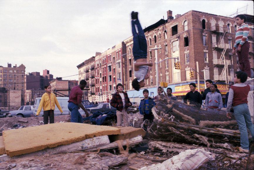 Henry Chalfant - Mattress Acrobat, Hoe Avenue, the Bronx, 1987