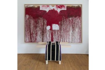 Hermann Nitsch - Schuettbild mit Malhemd (Pour-painting with painting-action-shirt), 2009.