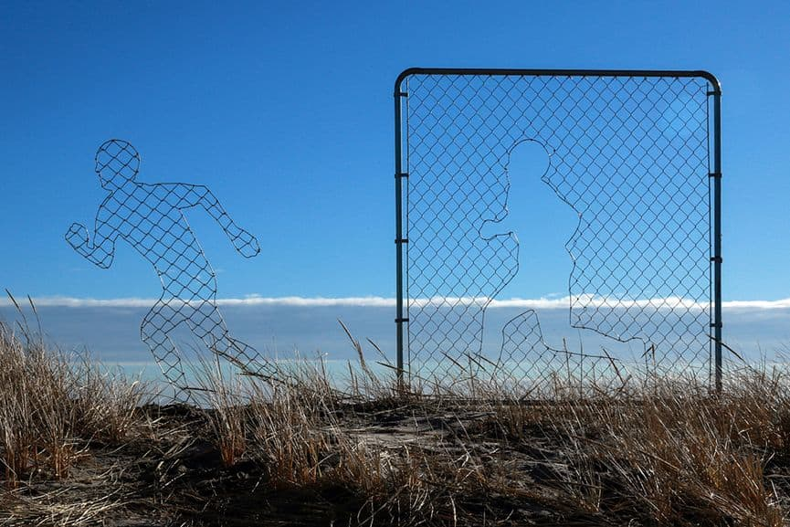 Icy & Sot - Fence Installation